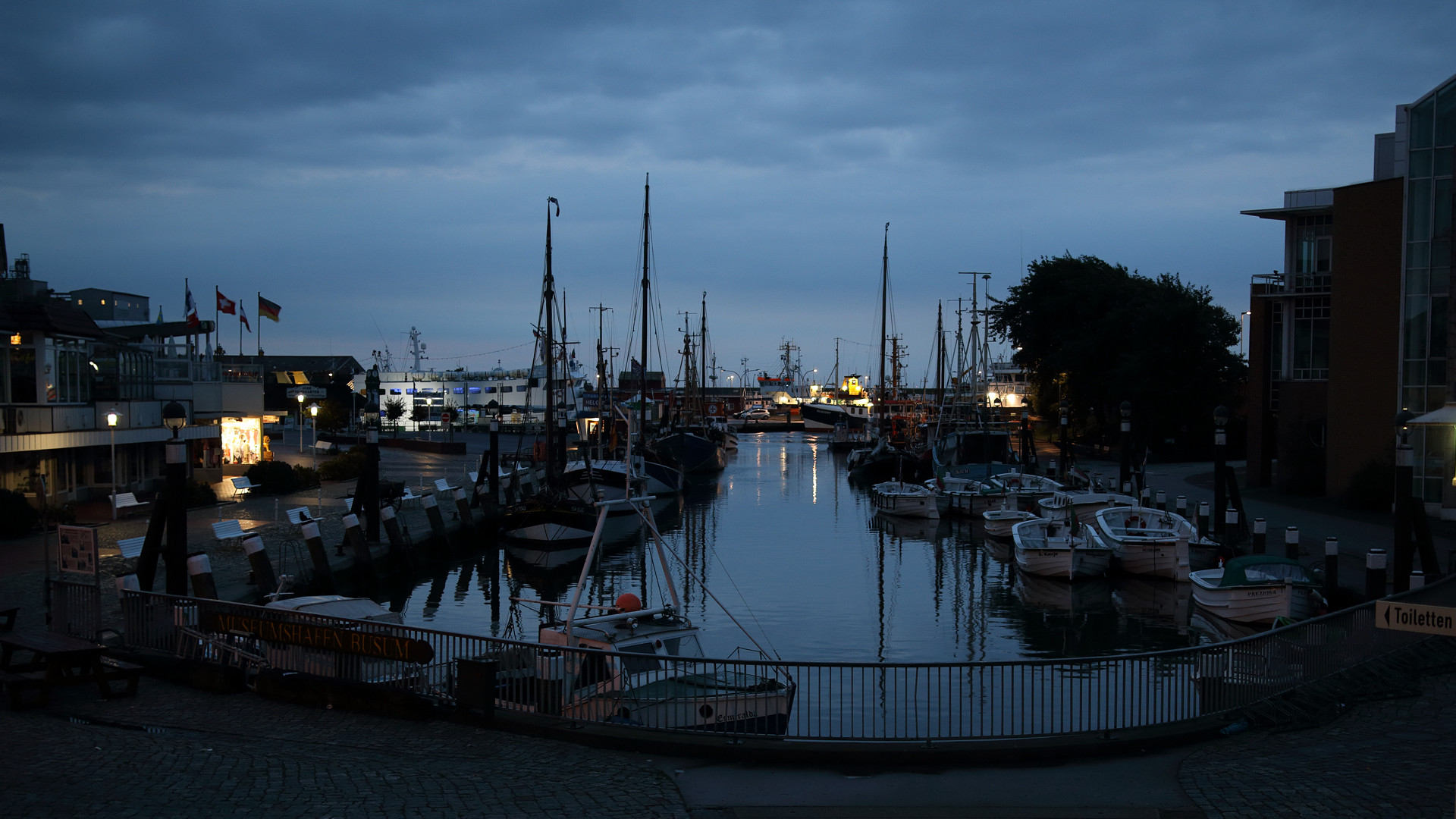 Museumshafen in Büsum am Morgen 01